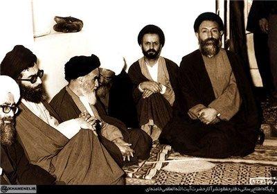 تکثیر اعلامیه توسط آیتالله خامنهای