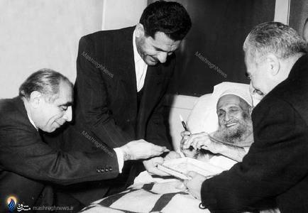 1340؛عیادت علی امینی ازآیت الله سید ابوالقاسم کاشانی دربیمارستان بازرگانان تهران
