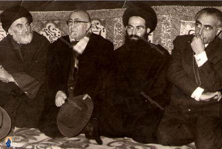1340؛ علی امینی درکنار بدیع الزمان فروزانفر درمجلس ترحیم آیت الله حاج میرزا محمود روحانی درقم
