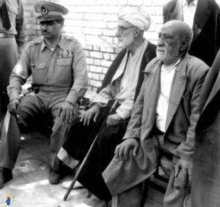 آیت الله شیخ حسین لنکرانی درکنار تیمور بختیار فرماندار نظامی تهران پس از 28 مرداد