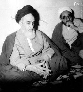 1358، آیت الله شیخ صادق خلخالی در کنار امام خمینی